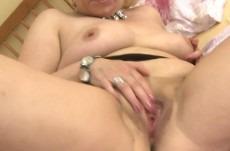 vieille-femme-fontaine-blonde