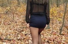 En forêt il y a de la jeune salope